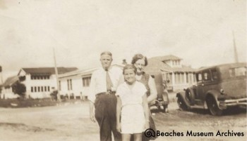 The Hadens in front of the Oceanic Hotel (ca. 1929)